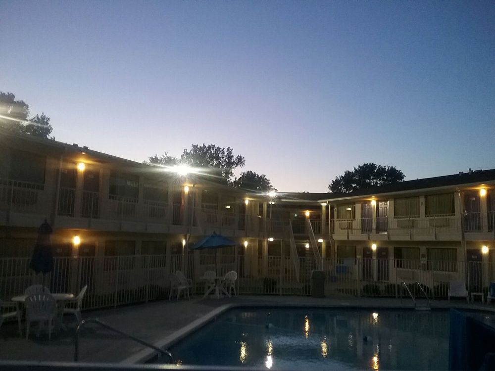 Motel 6: 1042 N Mulberry St, Elizabethtown, KY