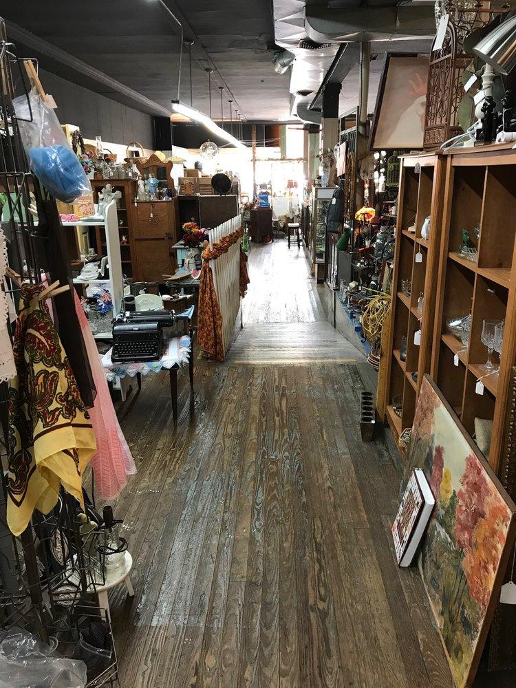 Jonesborough Antique Mart: 115 E Main St, Jonesborough, TN