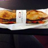 Photo de La Pâtisserie Cyril Lignac , Paris, France. Sandwich délicieux  poulet tikka