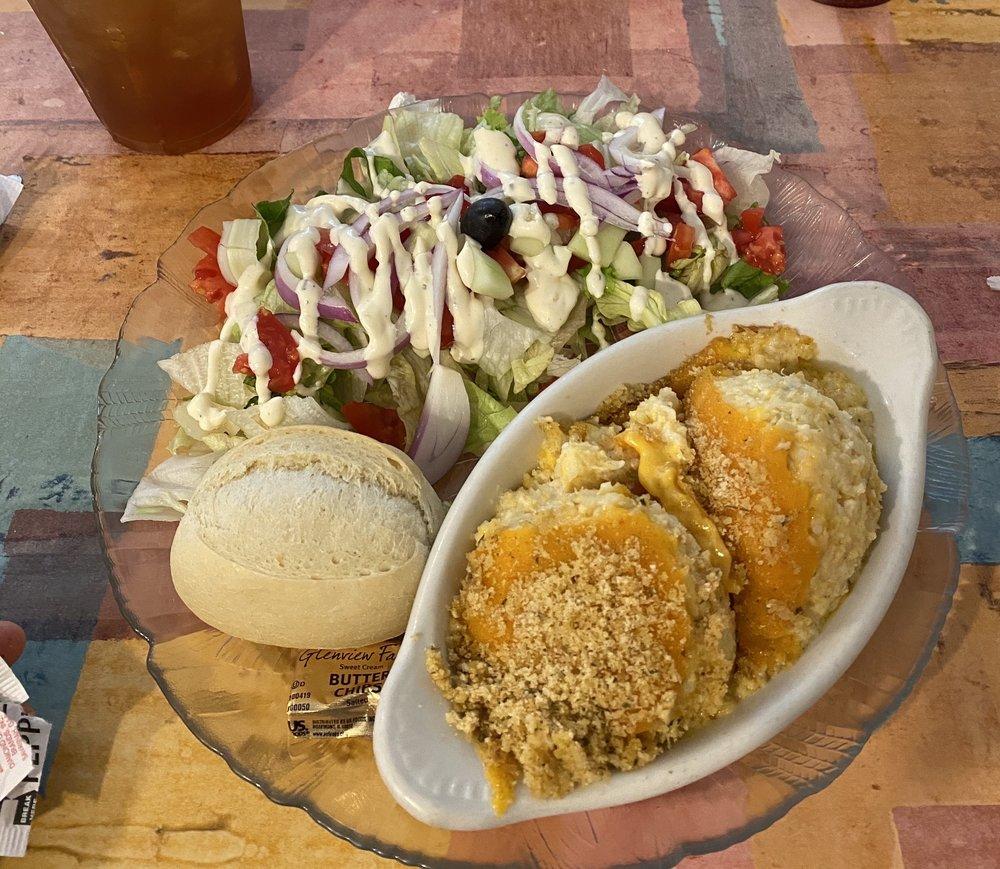 Mallie Kylas Cafe: 510 E Liberty St, Brooksville, FL