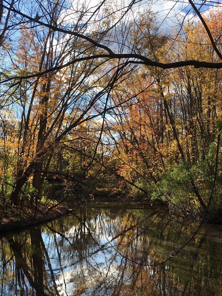 Rouge River Greenway Trail: Fair Lane Dr, Dearborn, MI