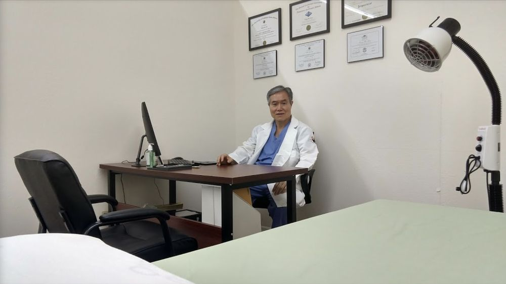 W H Kim Acupuncture & Massage: 5122 S Conway Rd, Belle Isle, FL