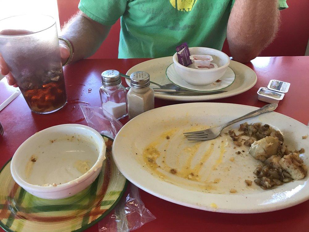 Bob's Fine Foods: 306 N Broadnax St, Dadeville, AL