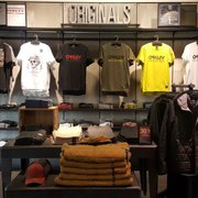 25e9faac0f Bass - Men s Clothing - 1 Premium Outlet Blvd