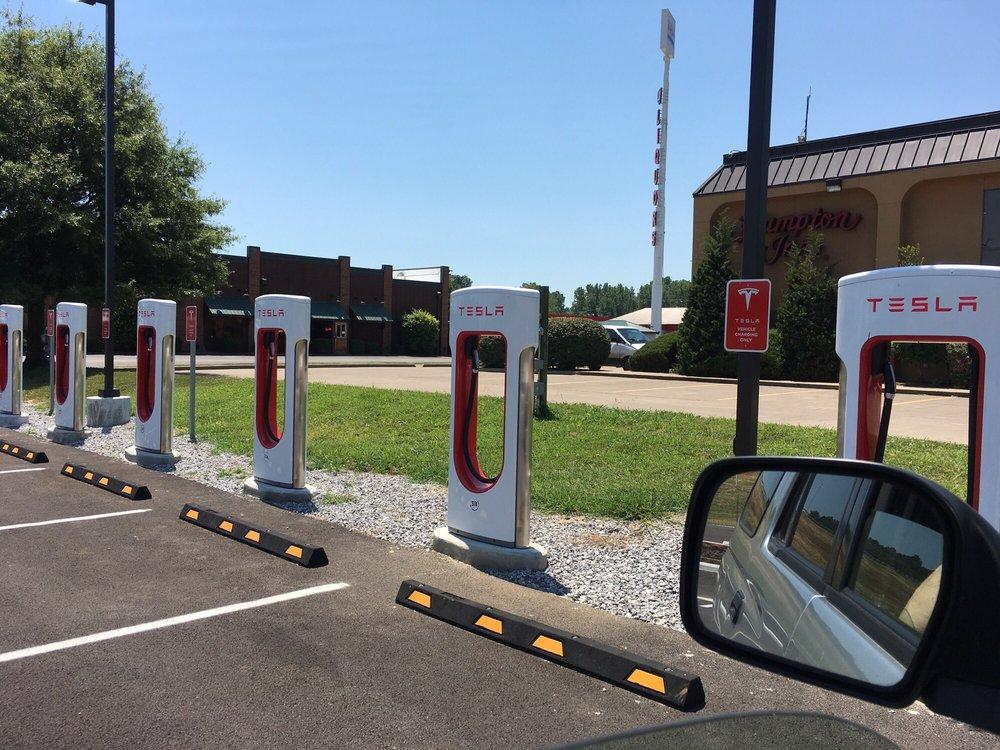 Tesla Supercharger - Kuttawa: 62 Days Inn Dr, Kuttawa, KY