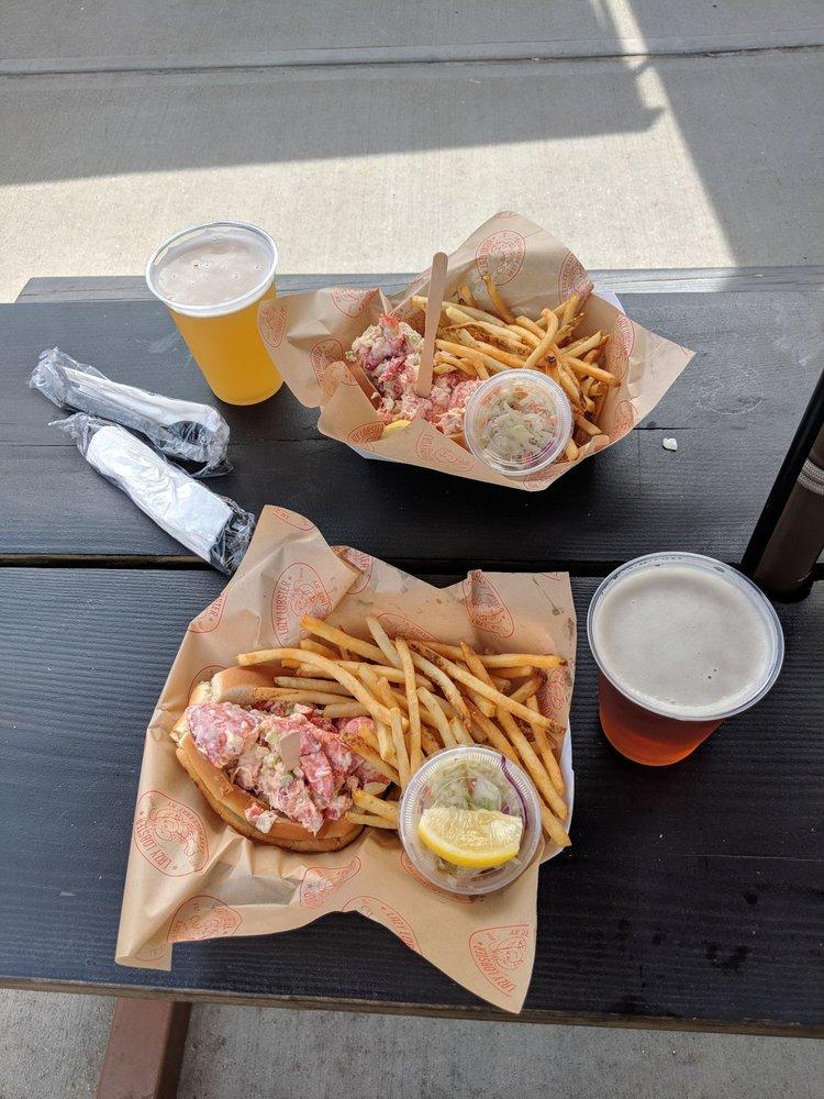 Lazy Lobster: 10 Front St, East Rockaway, NY