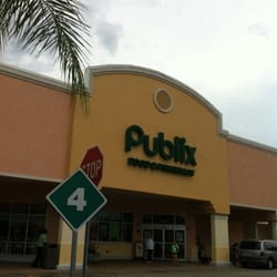 Publix Super Market At Labelle Plaza logo