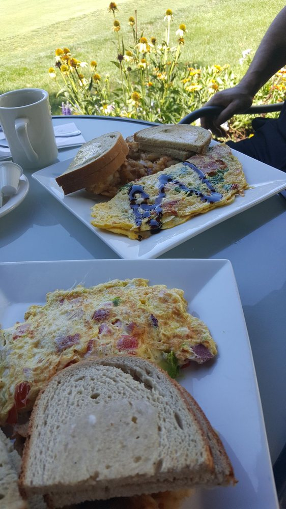 Peter's on the Green: 40A S Country Rd, Bellport, NY