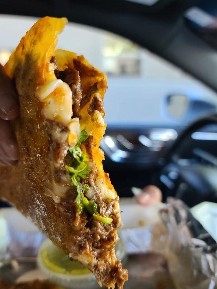 Food from Tacos La Mordida