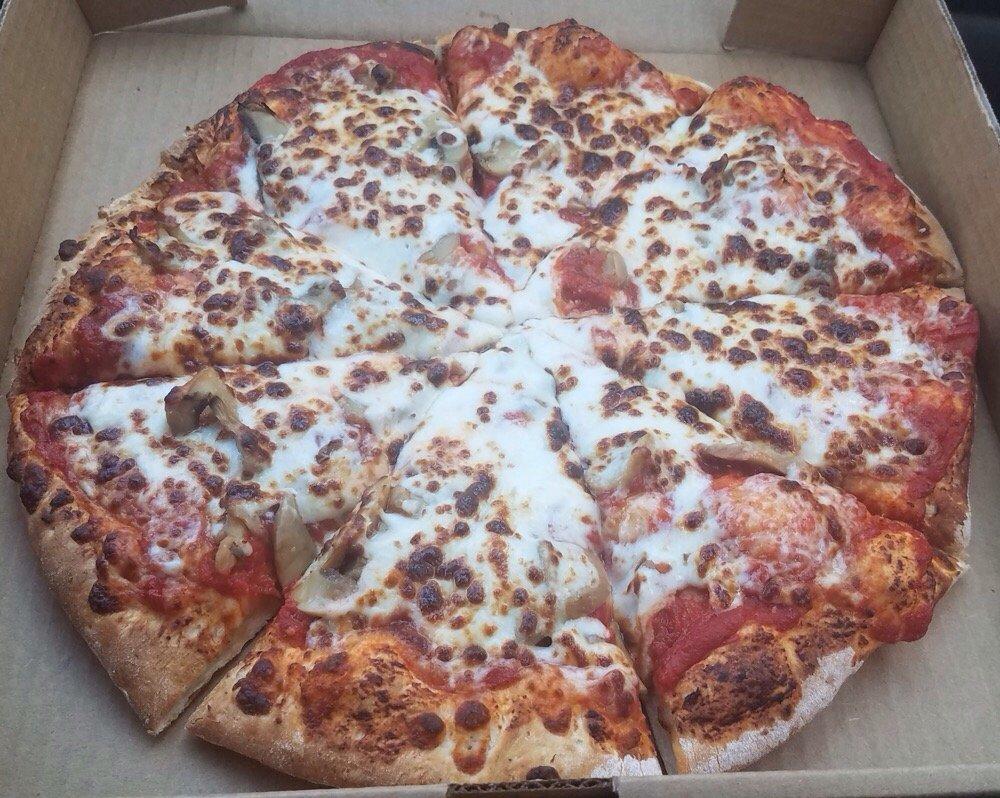 Driftwood Pizza: 405 Driftwood St, Correctionville, IA