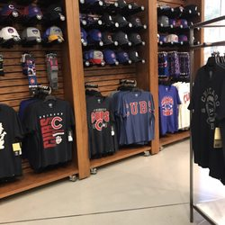 huge discount 934ef f7468 Cubs Team Store - 23 Photos & 16 Reviews - Sports Wear - 663 ...