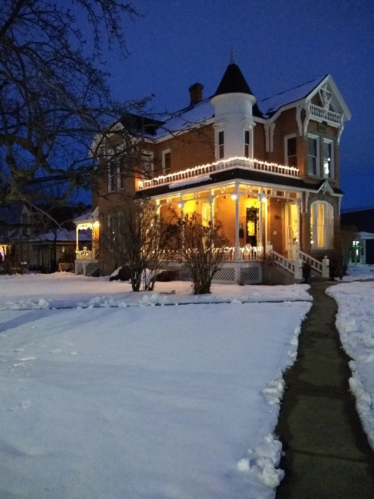 The Ison House Bed & Brew: 1790 Washington Ave, Baker City, OR