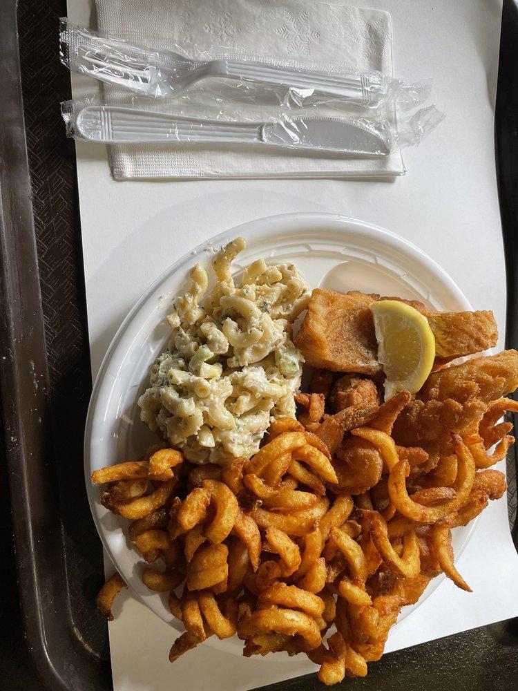 Off Shore Pier Restaurant & Fish Market: 637 3rd Ave Ext, Rensselaer, NY
