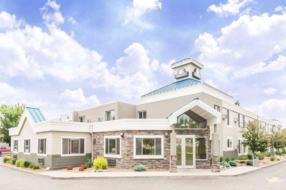 Days Inn by Wyndham Bismarck: 1300 East. Capitol Avenue, Bismarck, ND