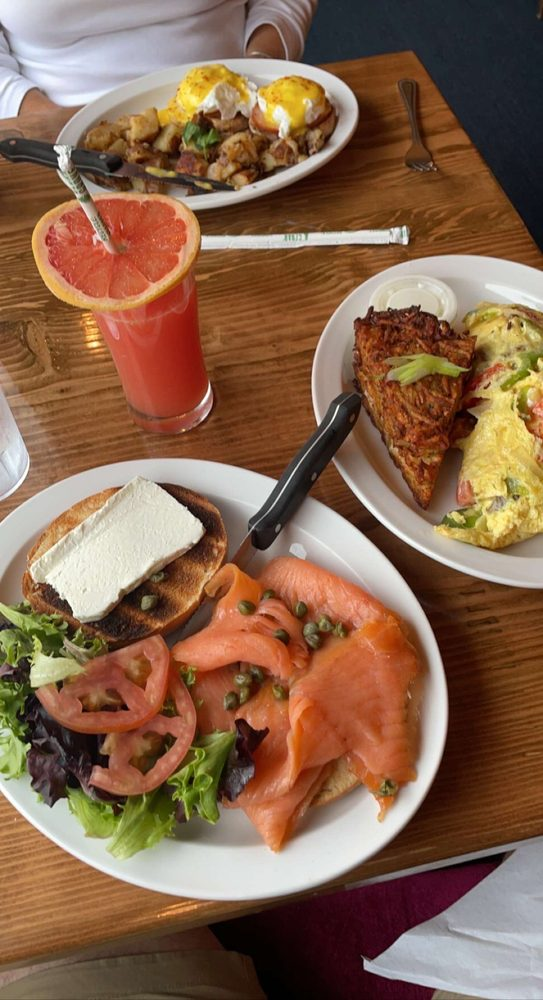 Honey's Farm Fresh Gourmet Kitchen: 27 Atlantic Ave, Ocean View, DE
