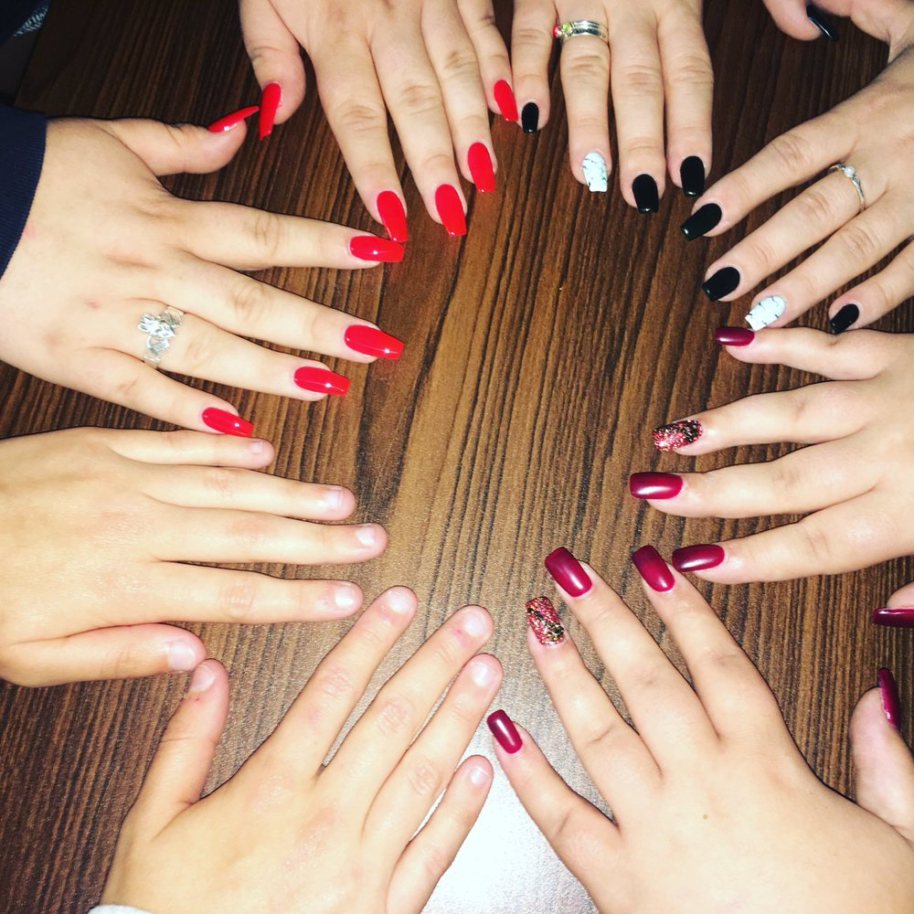 Mona Lisa Nails & Spa: 3677 US-60, Barboursville, WV