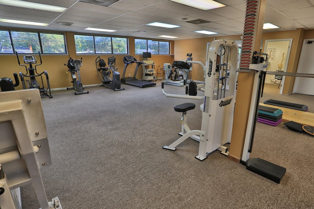 Hands-On Physical Therapy and Athletic Rehabilitation Center: 18899 W 12 Mile Rd, Southfield, MI