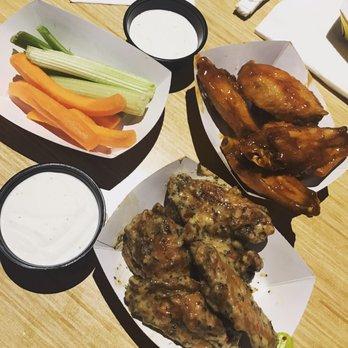 Buffalo Wild Wings - 73 Photos & 194 Reviews - Chicken Wings ...