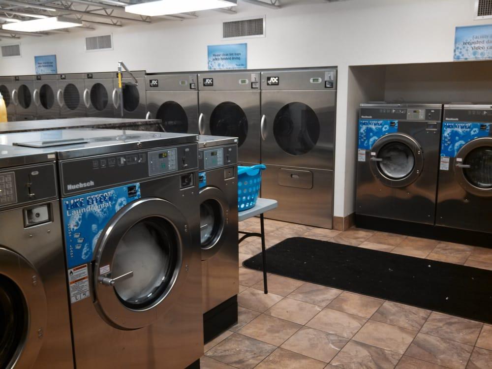 Lake Effect Laundromat: 115 Wilson Mills Rd, Chardon, OH
