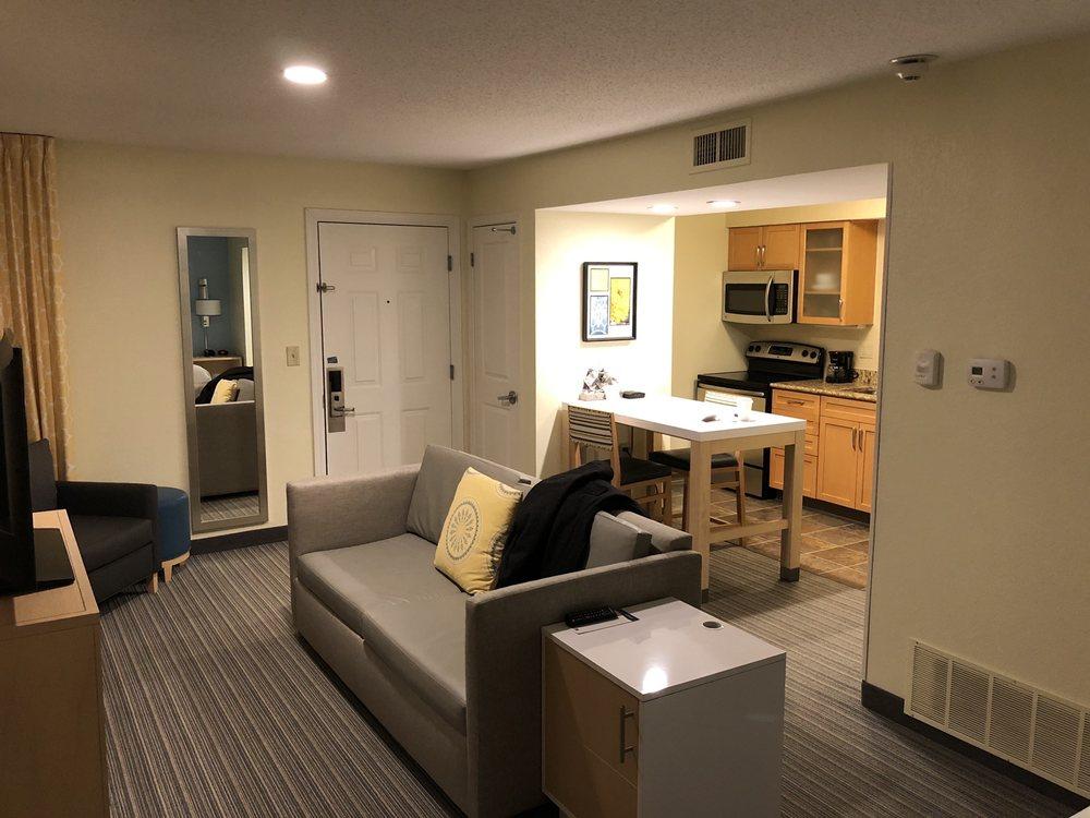 Sonesta ES Suites: 15431 Conway Rd, Chesterfield, MO