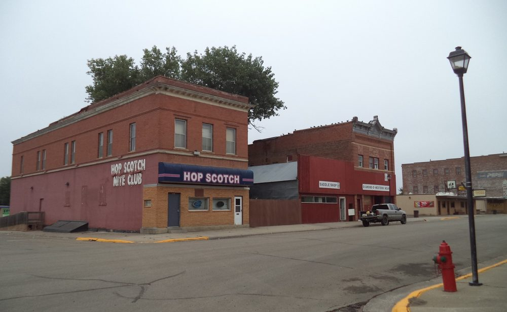 Hop Scotch Club: 118 N Deadwood St, Fort Pierre, SD