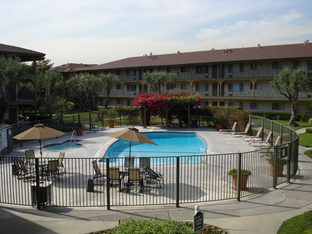Medici Apartments In West Covina
