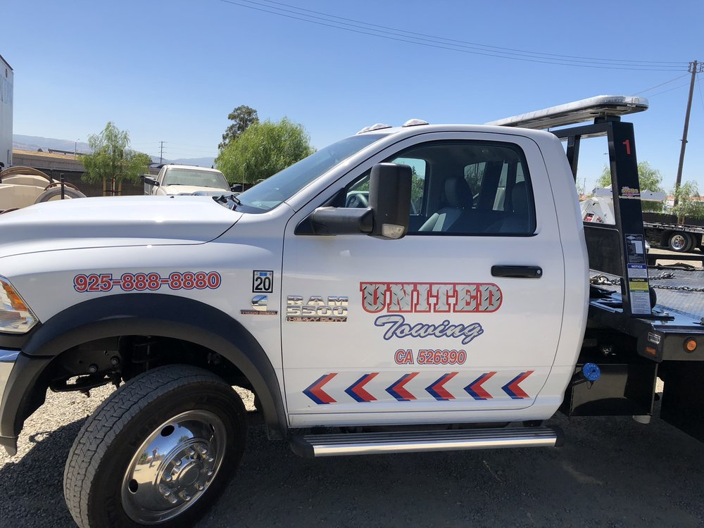 Towing business in Hicksville, NY