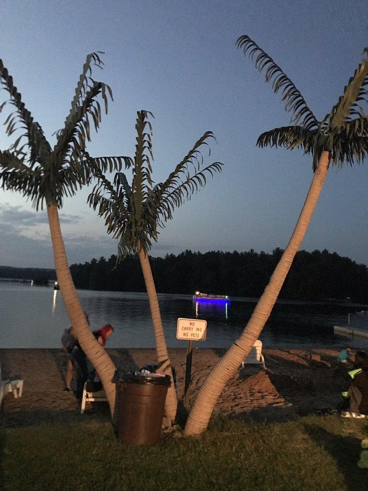 Tiki Beach Bar & Grill: 1126 County Rd DB, Mosinee, WI