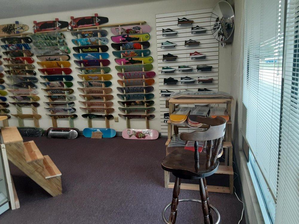 Wood and Wheels Skate Shop: 806 Downing St, O Fallon, MO
