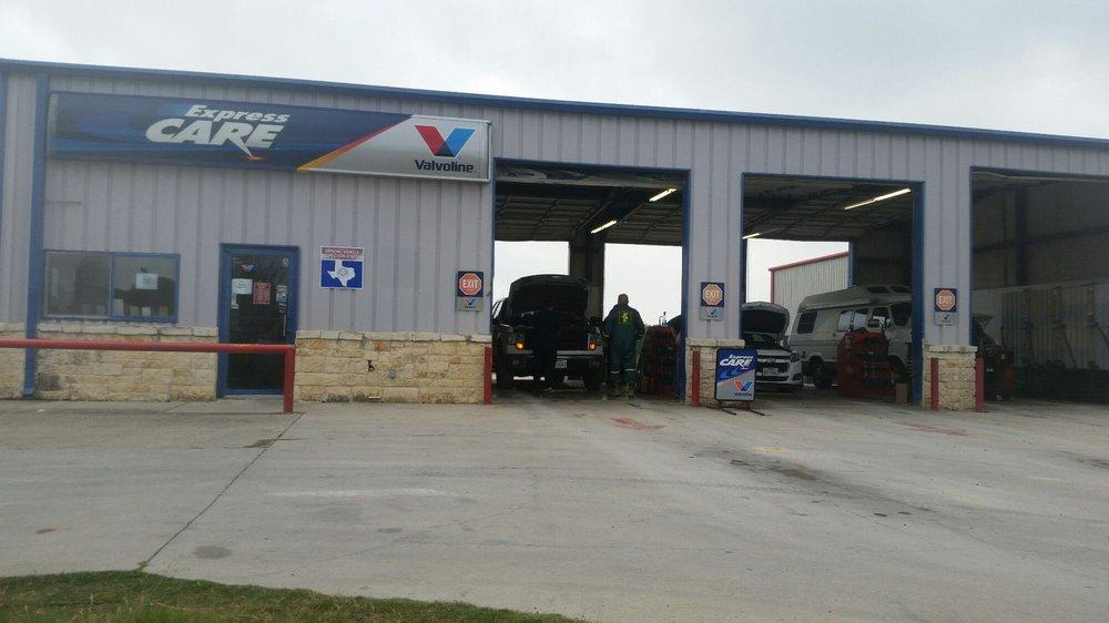Express Care Valvoline - Pleasanton: 1221 W Oaklawn Rd, Pleasanton, TX