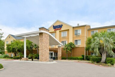 Fairfield Inn & Suites by Marriott Beaumont: 2265 Interstate 10 South, Beaumont, TX