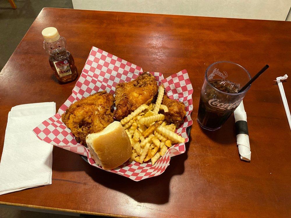 Sneaky's Chicken: 3711 Gordon Dr, Sioux City, IA