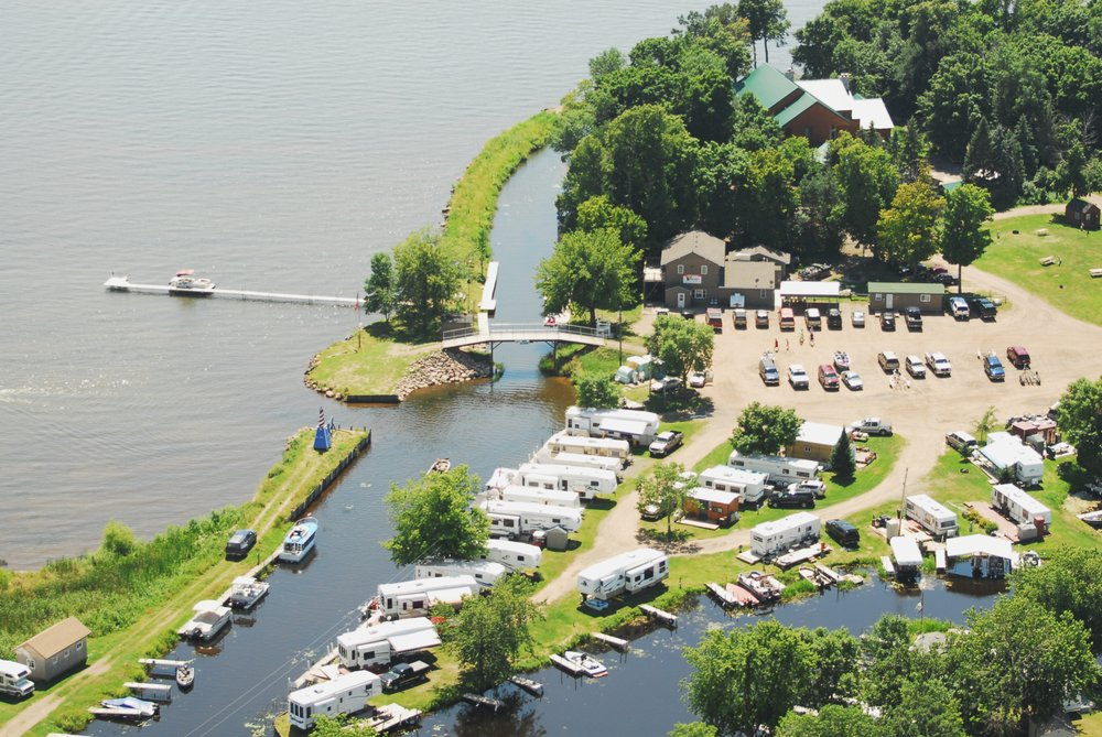 The Wharf Resort: 5101 Whistle Rd, Isle, MN