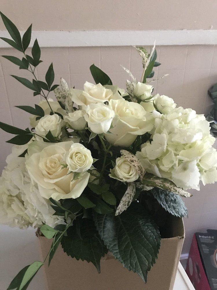 Jody's Flowers & Fine Gifts: 110 S Industrial Rd, Tupelo, MS
