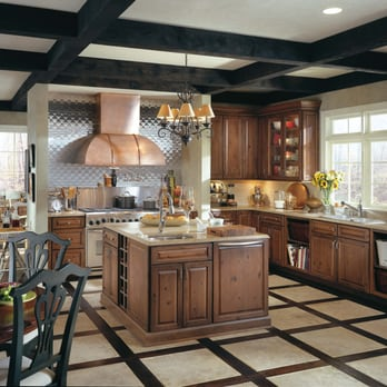 Beautiful Cardell Cabinetry in Coventry II Knotty Maple ...