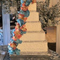 Cakes Of Glory , Panaderías , 107 Calle Del Norte, Laredo