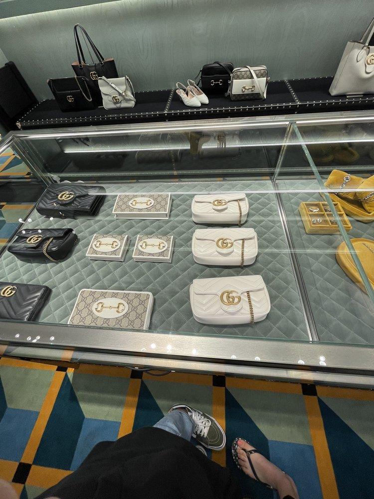 Gucci: 3101 Pga Blvd, Palm Beach Gardens, FL