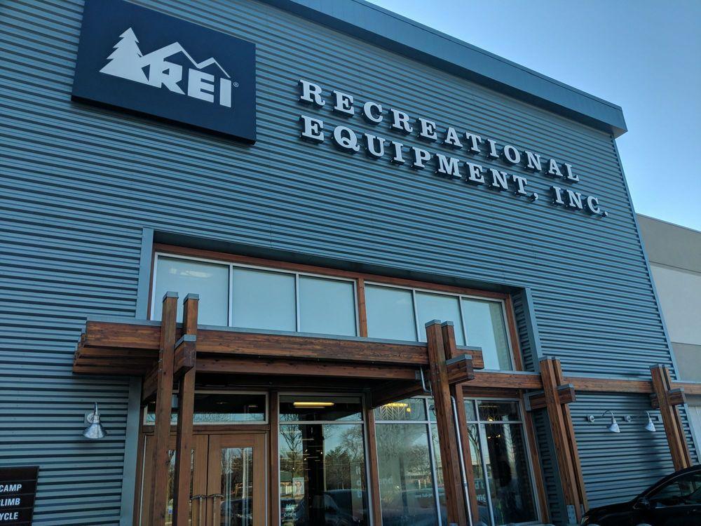 REI Recreational Equipment: 6424 Sawmill Rd, Columbus, OH