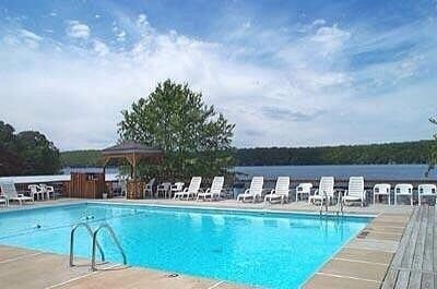 The Knolls Resort Iniums 5940 Baydy Peak Rd Osage Beach Mo Vacation Als Mapquest