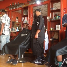 Executive Men's Salon - Oakland, CA, United States. Busy busy!