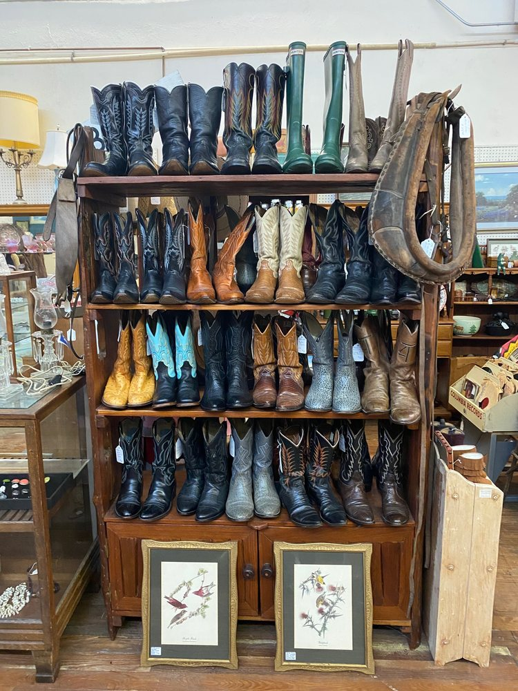 Hillsboro Antique Mall: 114 S Waco St, Hillsboro, TX