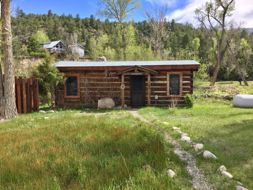 cabin colorado rental and htm hot cabins cascade pikes red header tubs pine peak wall springs log snow in brown topped surrounded trees by tub trimmed stone with near