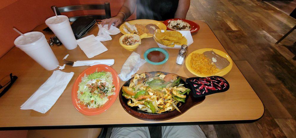 Tacoma Taco & Enchilada Grill: 105 Stark Dr, Carol Stream, IL