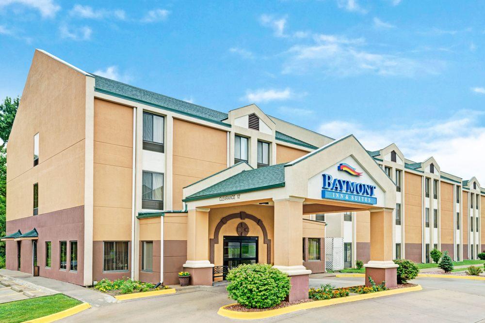 Baymont by Wyndham Lawrence: 740 Iowa Street, Lawrence, KS