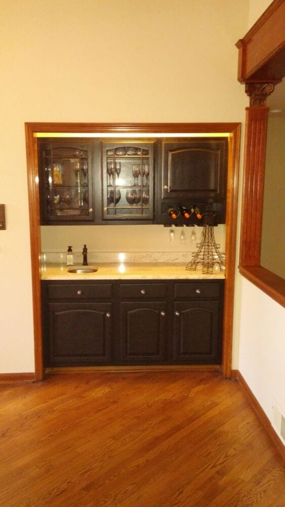 Long grove Alcove wet bar area with white river granite and ...