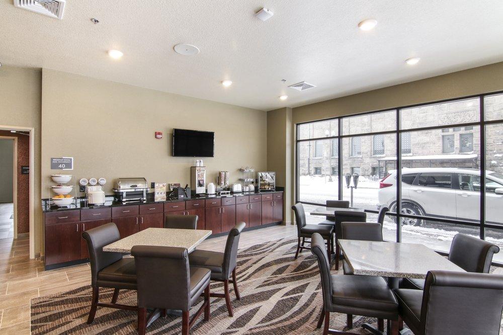 Cobblestone Inn & Suites - Menomonie: 149 Main St E, Menomonie, WI