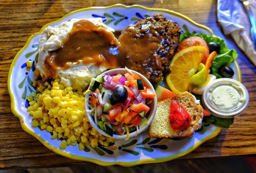 Airport Inn Bar & Grill: 6065 State Hwy 49 N, Mariposa, CA