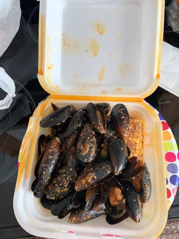 Ville Chicken & Seafood: 4322 Poplar Level Rd, Louisville, KY