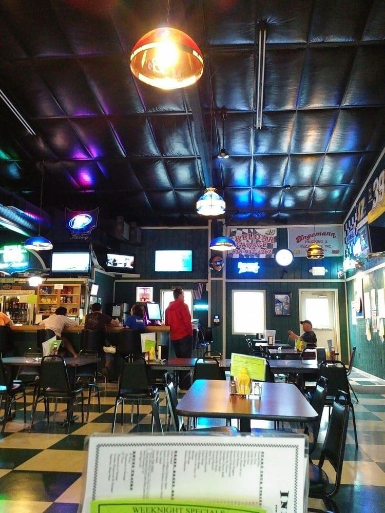 Infield Sports Bar & Grill: 16016 State Highway 47, Marthasville, MO