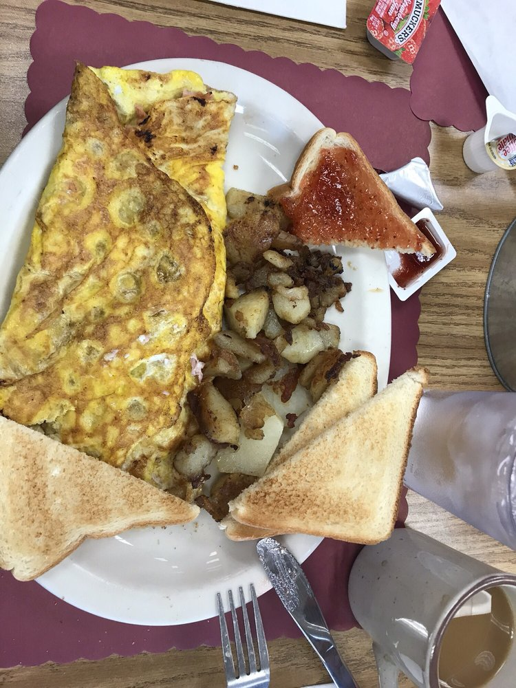 Sue's Country Kitchen: 135 S Main St, Petersburg, WV